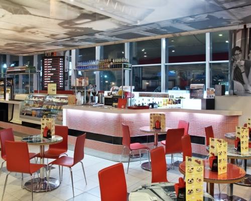зал с барной стойкой, барная стойка на заказ, барная стойка в интерьере